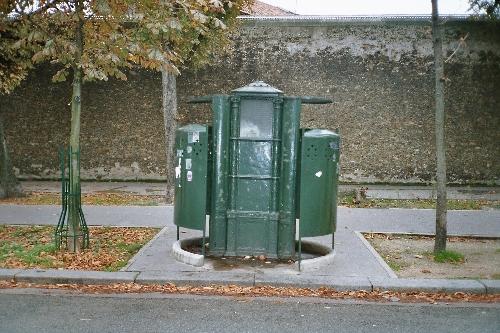 un toilette wc dictionnaire